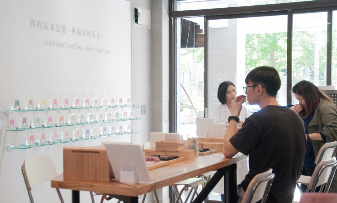 親手特調,一縷世上獨一無二的香:台灣品設計專訪|LFP 香料香水實驗室